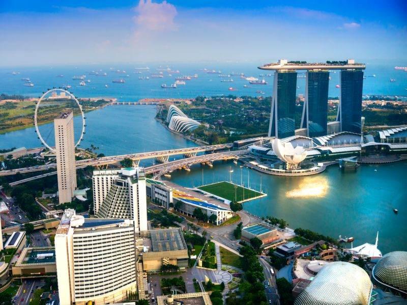Rengarenk Gökdelenlerin Gölgesinde Singapur