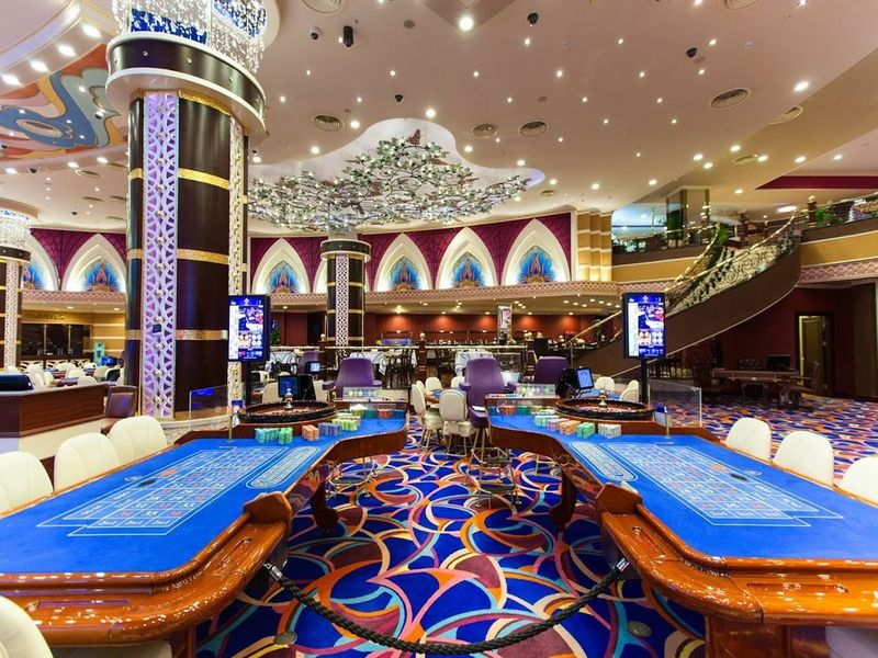 hotel casino royal